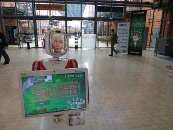 Ehrensache: Bei einer Robotershow gibt es natürlich auch Roboterhostessen wie Furo-S von der südkoreanischen Future  Robot Company.