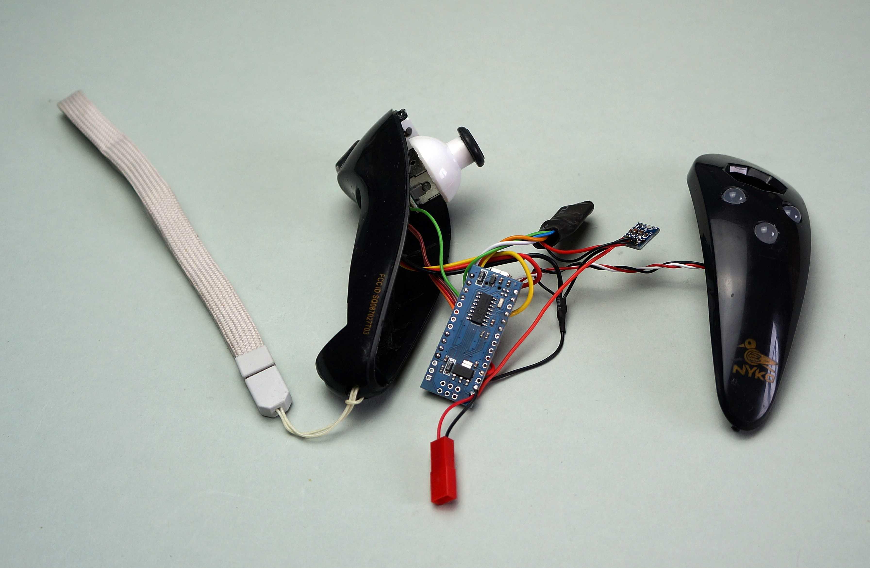 Geöffneter Nunchuk mit Arduino nano