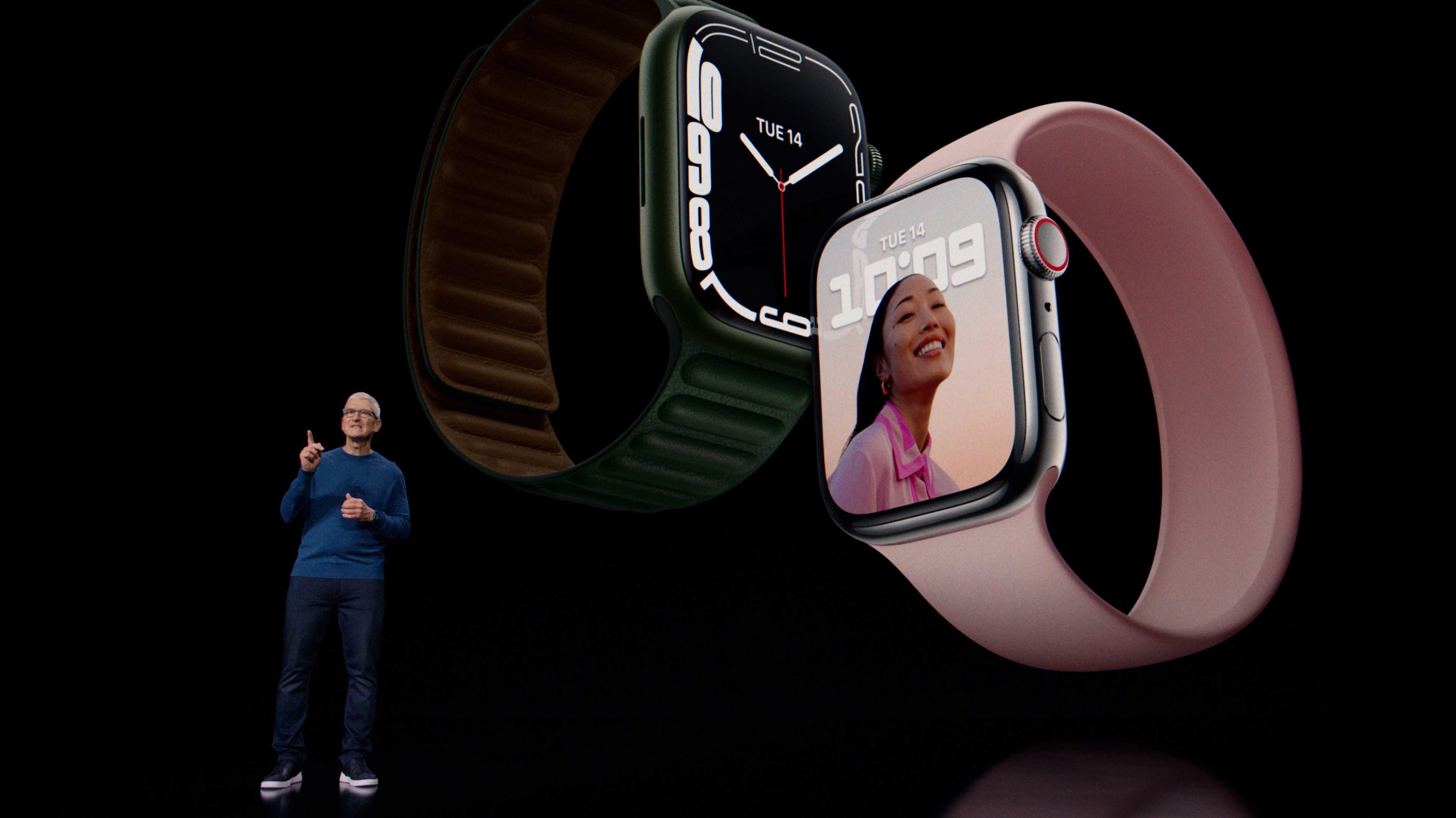 Tim Cook mit der Apple Watch Series 7