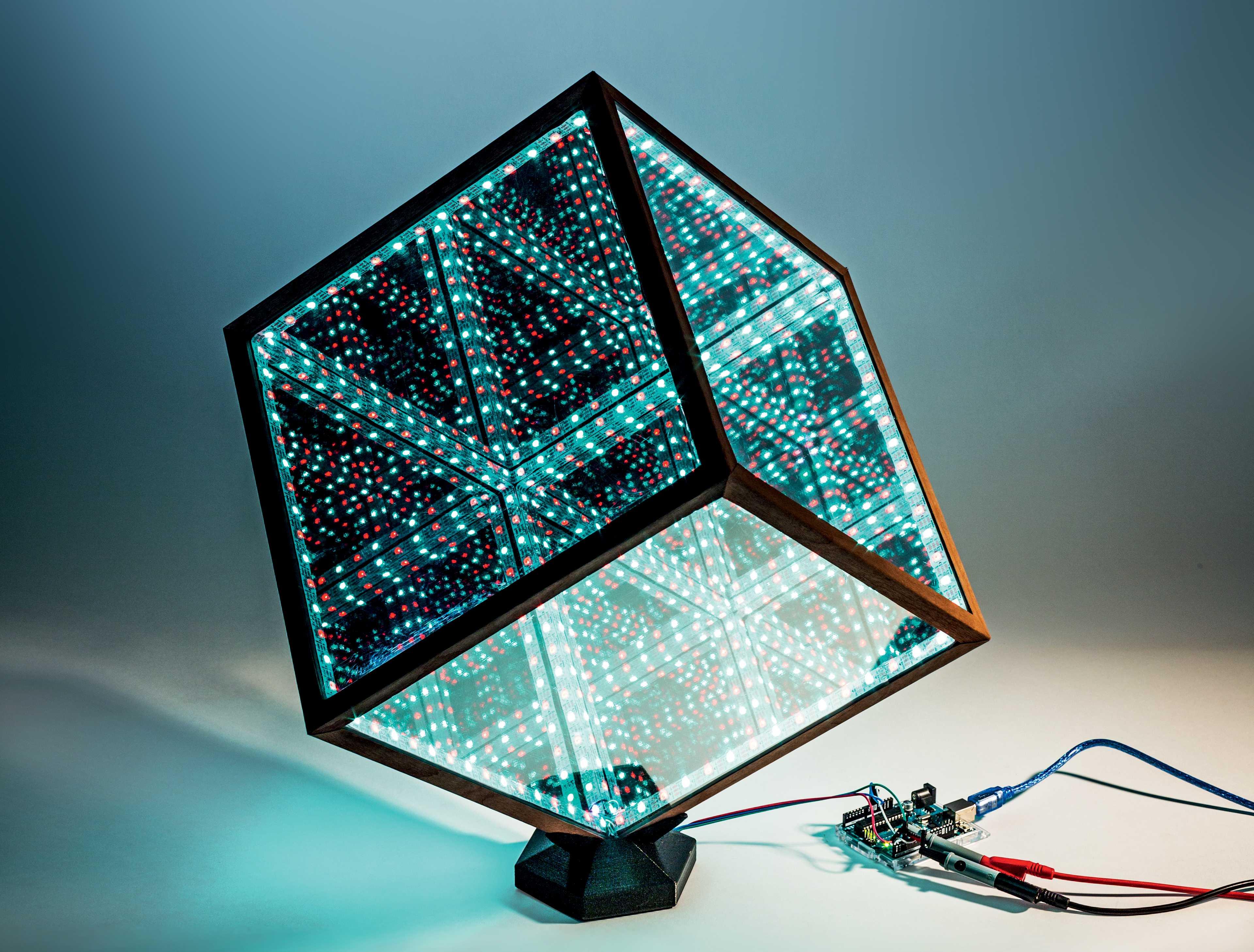 Unendlichkeitswürfel: Durch transparente Seiten sieht man auf unendliche LED-Spiegelungen.