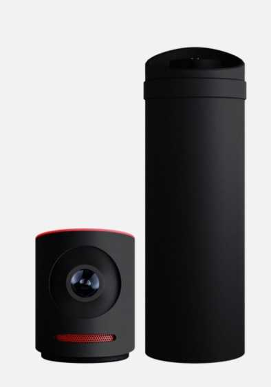 Das Boost Pack (rechts) rüstet Schnittstellen nach und dient als Powerbank für Kamera sowie Smartphone.