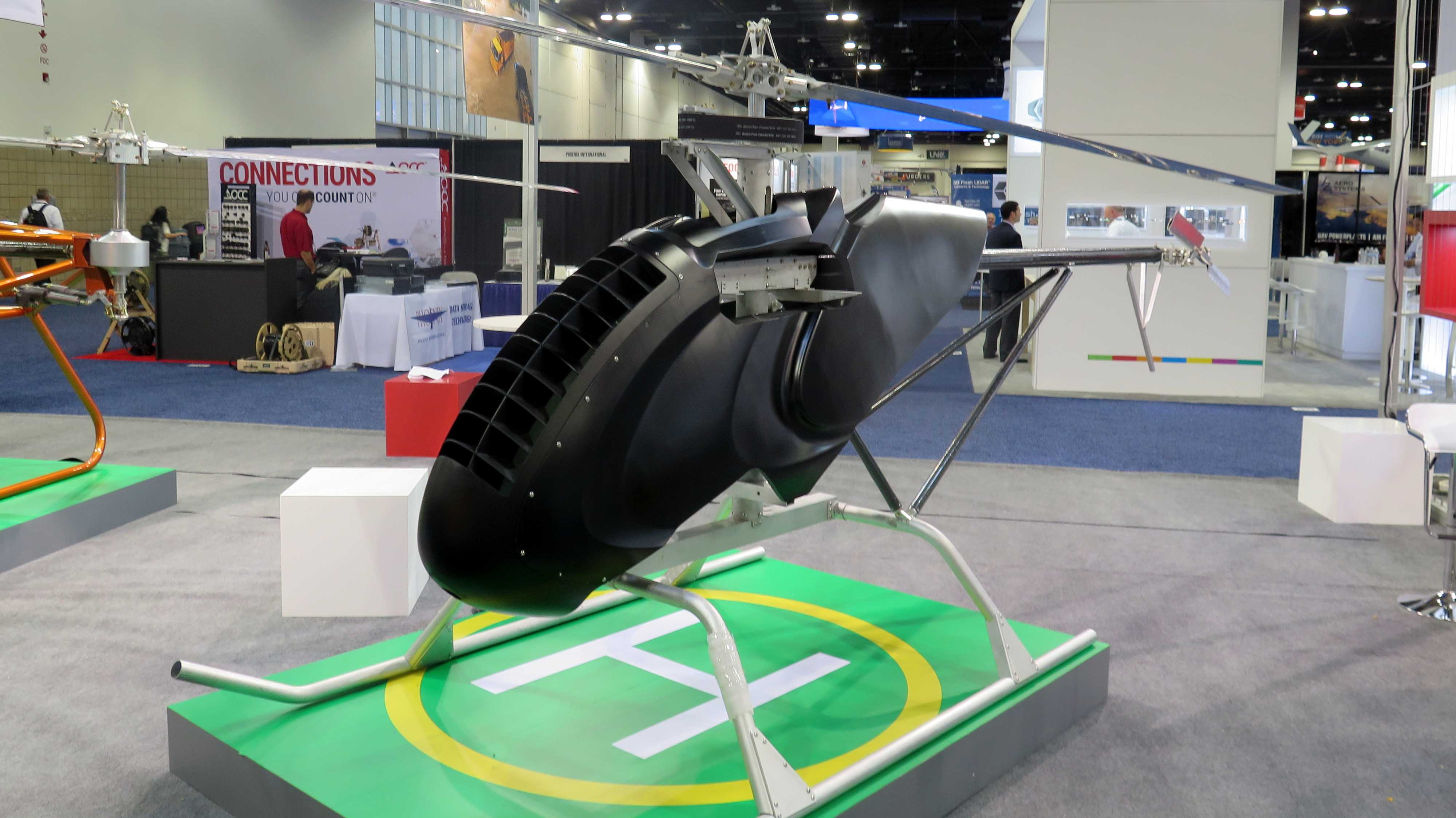 schwarze Drohne in Form eines Helikopters
