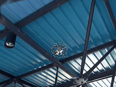 Die Drohne kommt auch in komplizierten Innenräumen zurecht.