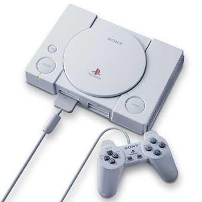 Das Gamepad der ersten Playstation kam noch ohne Analog-Sticks aus. Das Grundlegende Design der Controller hat sich aber bis heute nicht verändert.
