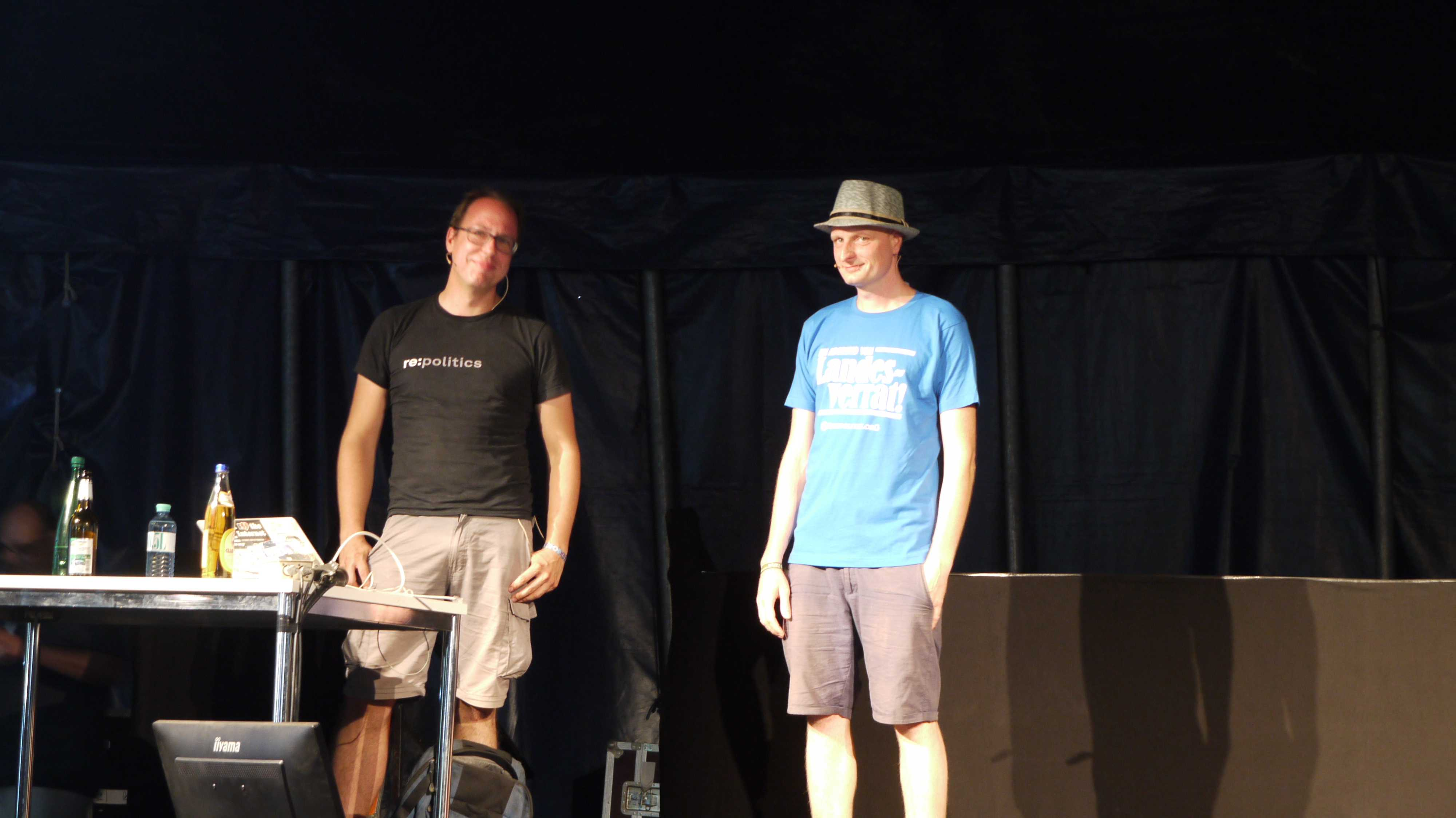 Markus Beckedahl (links) und André Meister (rechts) auf dem Chaos Communication Camp 2015