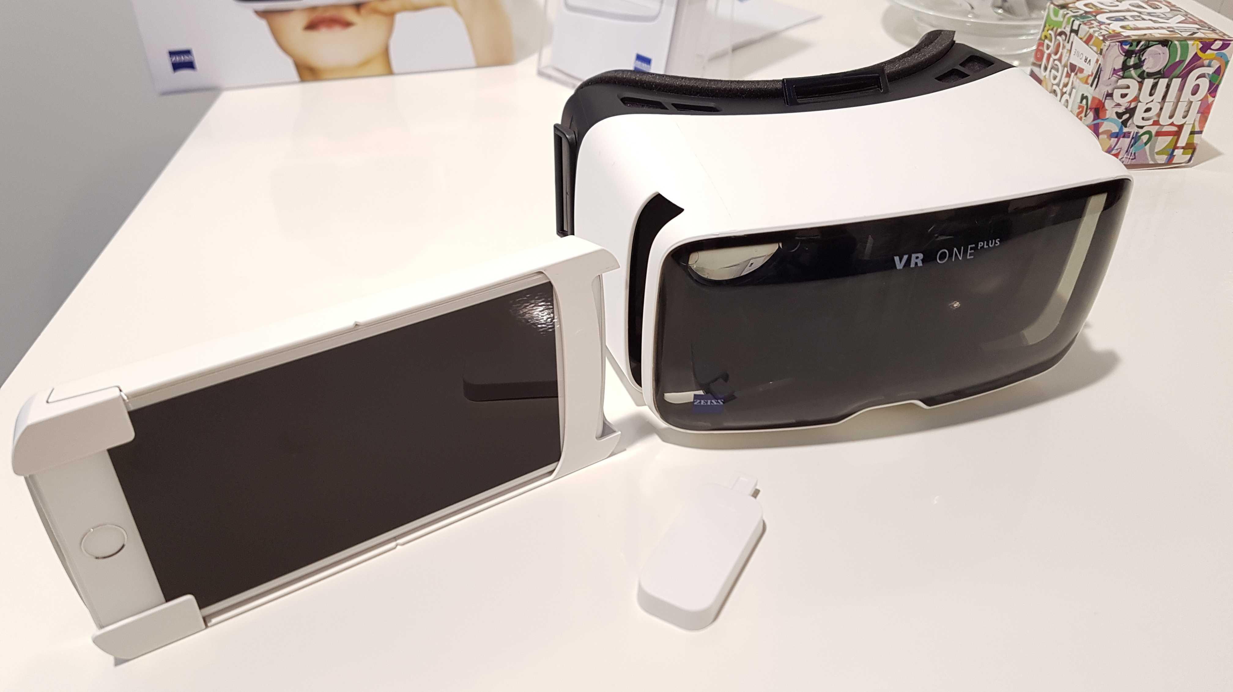 Kurztest: Zeiss VR One Plus mit Universal-Smartphone-Schublade