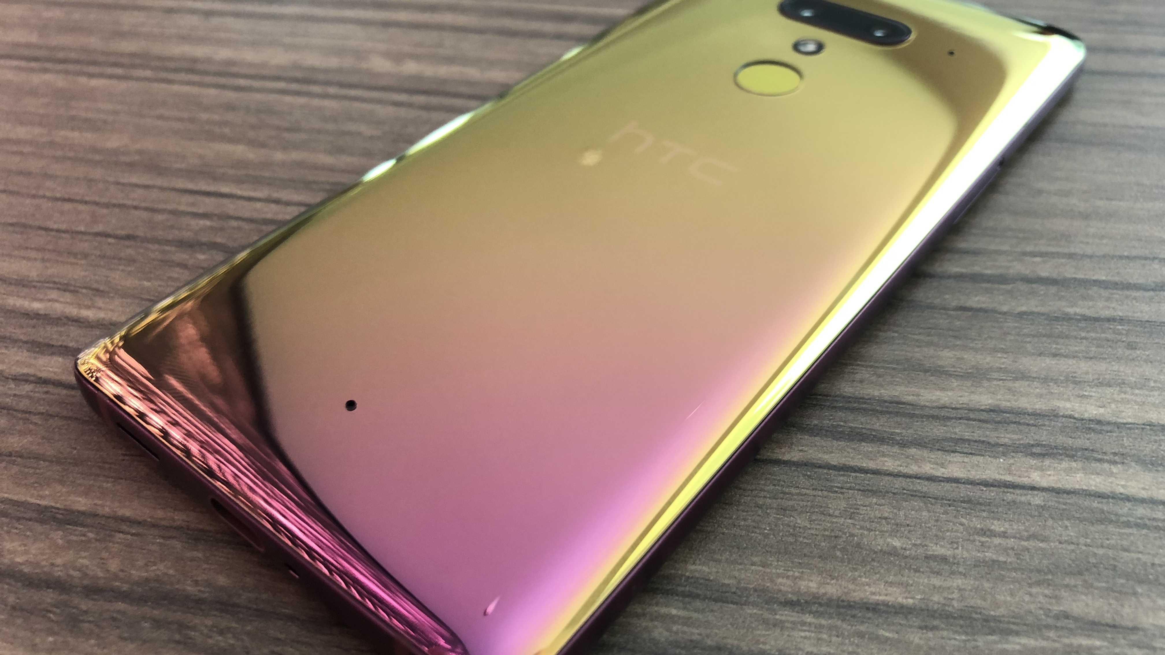 HTC U12+: High-End-Smartphone mit Flip-Flop-Lack und durchsichtigem Gehäuse