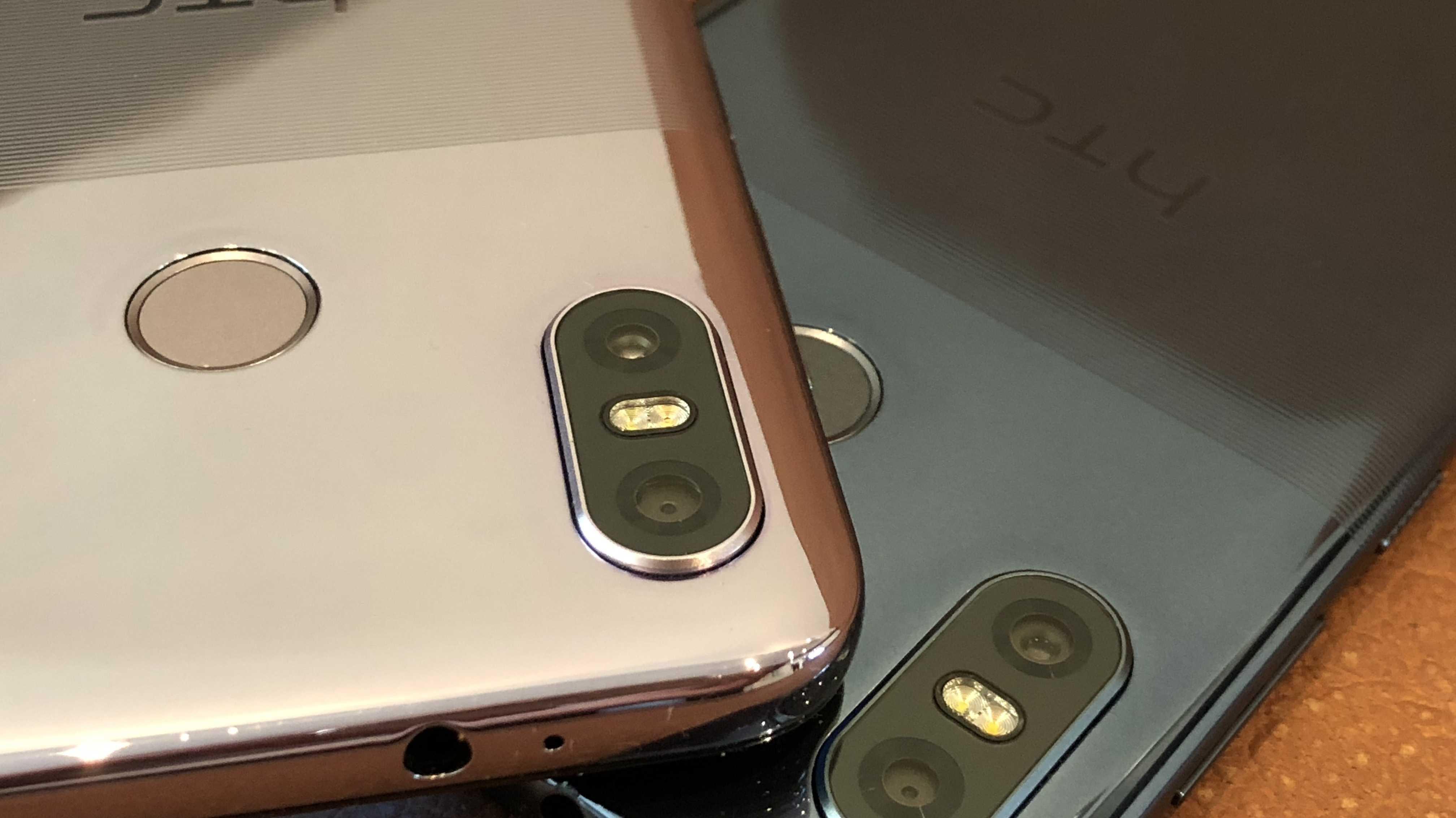 HTC U12 life mit Riffelrückseite gegens Rutschen