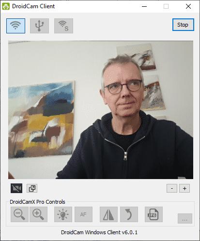 Mit der App DroidCam können Sie Ihr Smartphone als Webcam und Mikrofon für Videokonferenzen zweckentfremden.