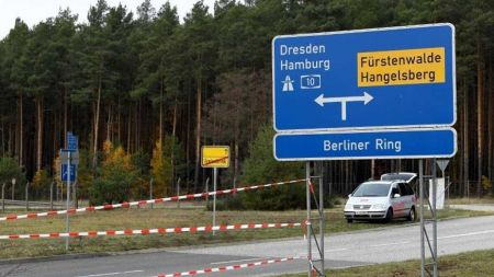 """""""Gigafactory"""" in Brandenburg: Demos gegen und für Tesla-Ansiedlung"""