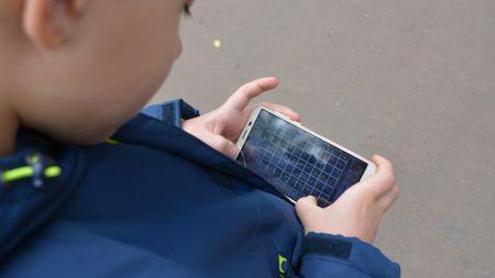 Eltern in Sorge: Macht das Smartphone Kinder krank?