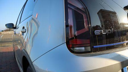 heise+ | Strom vs. Sprit: Wer fährt günstiger – VW e-Up oder Up?