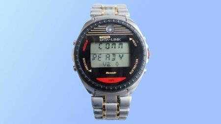 heise+ | Die erste Smartwatch: Datalink-Armbanduhr mit Lichtsignal-Übertragung