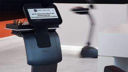 Automatische Verkaufshilfe: Roboter beim Optiker