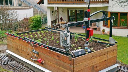 heise+ | Automatischer Gärtner: Einen Hochbeet-FarmBot bauen