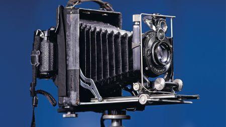 heise+ | Anleitung: Alte Großformatkamera mit spiegelloser Systemkamera kombinieren