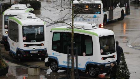 Vom Fahren zum Gefahrenwerden. Automatisierte Shuttles – der europäische Weg?