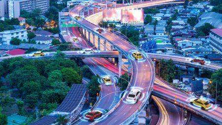Vom Fahren zum Gefahrenwerden. Grüne Welle für Robotaxis auch in Deutschland?
