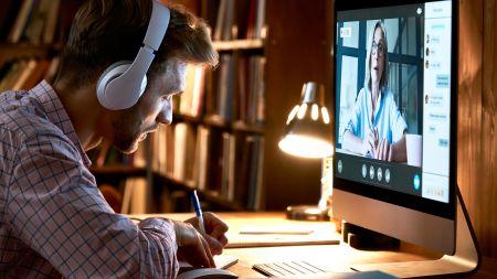 """""""Besser als nichts"""": Wie digitale Lehre das Leben der Studierenden beeinflusst"""
