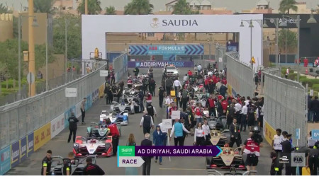 Elektro-Rennwagen: Fünfte Saison der Formel E in Saudi-Arabien eröffnet