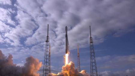 Neuer Rekord: SpaceX bringt 143 Satelliten mit einer Rakete ins All