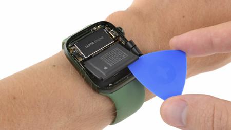 Apple Watch 7 zerlegt: Neuerungen bei Display und Akku, Diagnoseport gestrichen