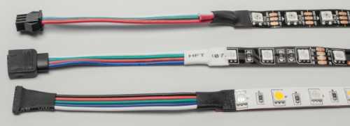 Digital angesteuerte RGB-LED-Streifen (oben) benötigen 5 Volt und nur drei Adern; RGB- und RGBW-LED-Streifen mit separaten Katoden haben vier oder fünf Litzen.