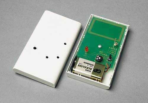 Bauteile für rund 10 Euro und etwas Zeit genügen, um auch gut versteckte RFID-Etiketten aufzuspüren. Dieser Detektor reagiert auf solche, die bei 13,56 MHz arbeiten.