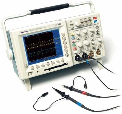 Oszilloskope zeigen Spannungsverläufe über die Zeit an. Möchte man das Timing von Digitalschaltungen, das Schwingen eines Quarzes oder analoge Sensoren prüfen, so leistet es wertvolle Dienste.
