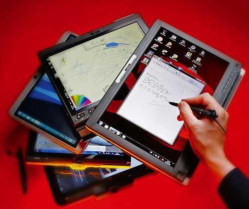 Mit Touchscreen und Tastatur