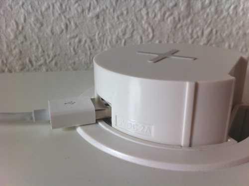 Das USB-Kabel passt nicht in den verkanteten Anschluss.