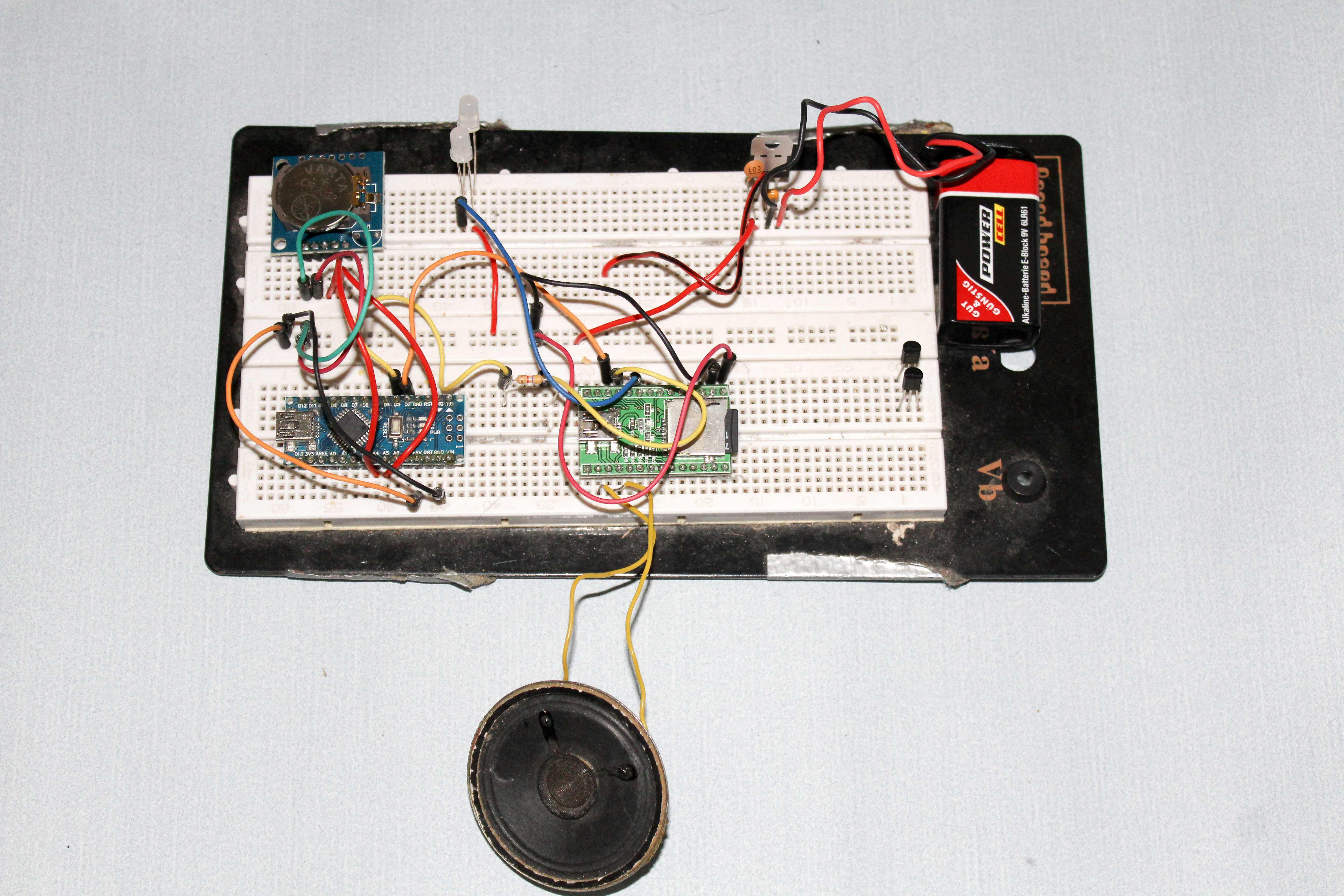 Aufbau des Audio-Adventskalenders auf der Steckplatine