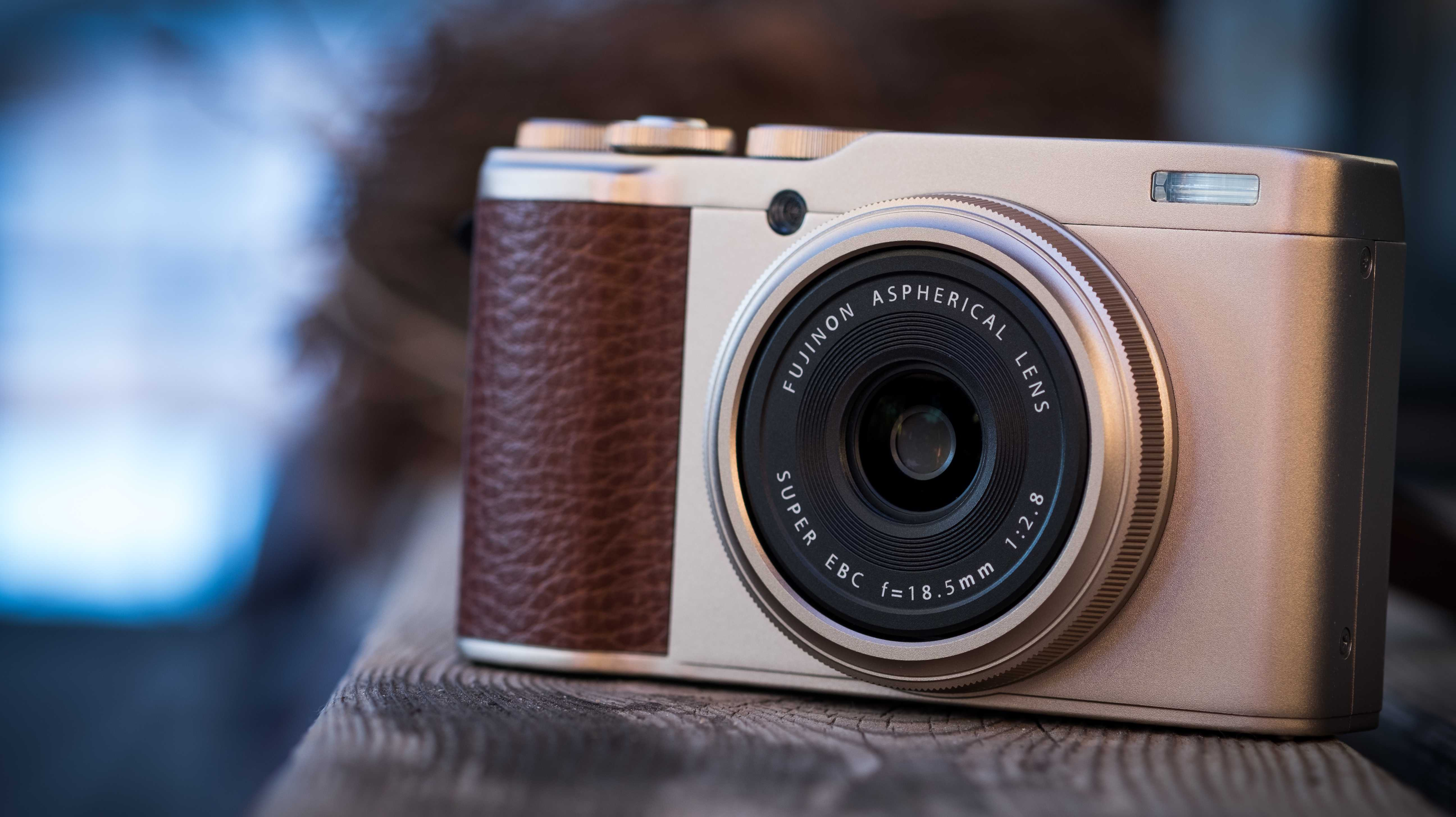 APS-C und Festbrennweite: Fujifilm kündigt Edelkompaktkamera XF10 an