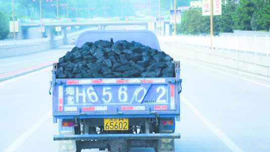 Kohle auf Fahrzeug