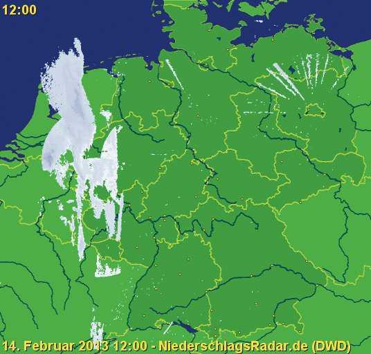 Das Radarsystem des Deutschen Wetterdienstes leidet inzwischen erkennbar unter Störungen fehlerhafter WLAN-Basen: Vor allem um den Standort Berlin-Tempelhof sind zahlreiche Speichen erkennbar, die Niederschlag anzeigen, wo keiner fällt.