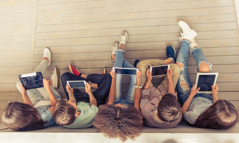 Gehirne im Stress: Buch oder Screen – Lesen oder Daddeln?