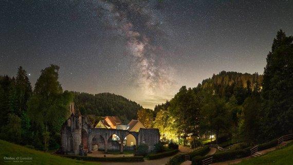 Das alte Kloster von Andrea Wengel