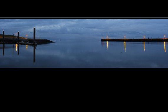 Hafenausfahrt bei Nacht von M. Menken