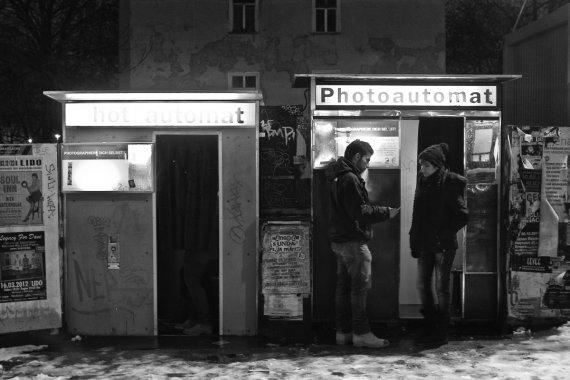 Am Fotoautomaten von S. Kohlmann