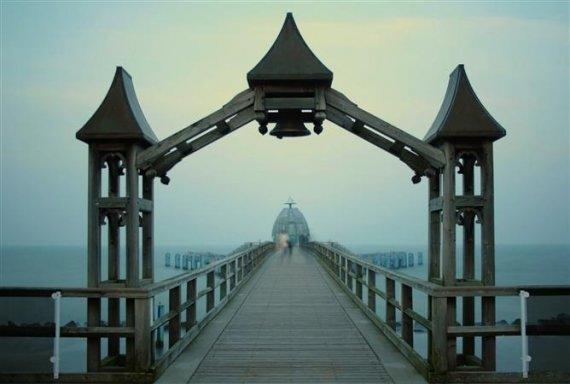 Sellin Seebrücke Taucherglocke von AnneVonDasPanoramaDe