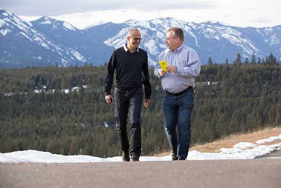 Gehen ab sofort wieder gemeinsame Wege: Microsoft-CEO Satya Nadella und sein neuer Hardware-Chef Stephen Elop.