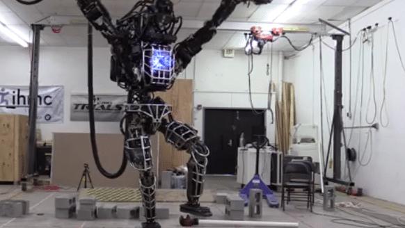 "Atlas: Google-Roboter macht den ""Kranich"" aus Karate Kid"