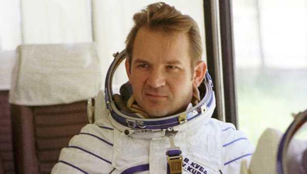Nahm an der historischen Weltraum-Mission Sojus-Apollo von 1975 teil: Kosmonaut Valeri Kubassow.