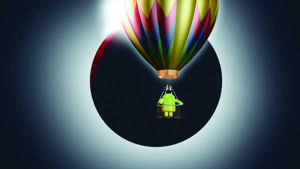 Ballon vor Mond