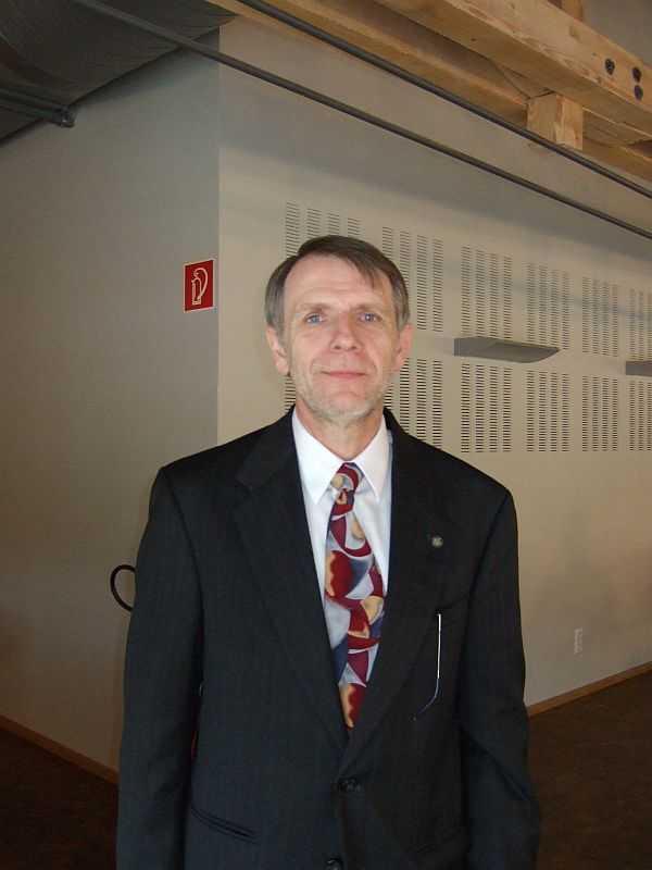 Joseph Schutz leitet Intels Mikroprozessor-Forschung und nennt das erste Halbjahr 2010 als Termin für die Markteinführung von Larrabee-Produkten.