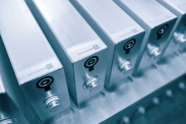 Jede Batterie ist mit einem individuellen QR-Code versehen, so dass beispielsweise bei Fehlern die Produktion nachvollzogen werden soll.