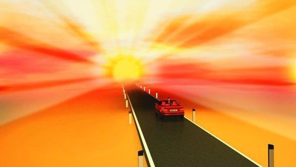 Auto fährt in den Sonnenuntergang