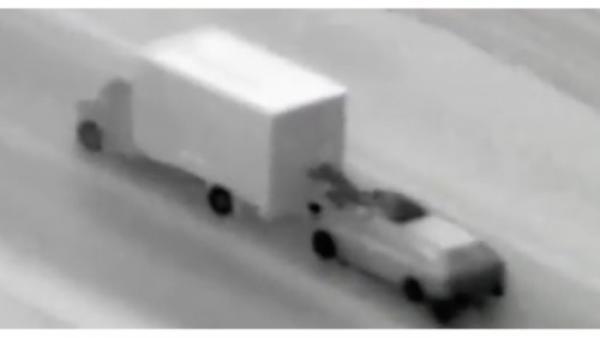 Überfall auf Lastwagen bei voller Fahrt