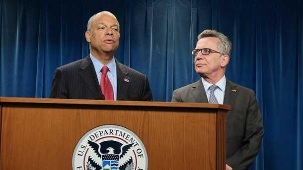 US-Heimatschutzminister Jeh Johnson (l.) und Thomas de Maizière