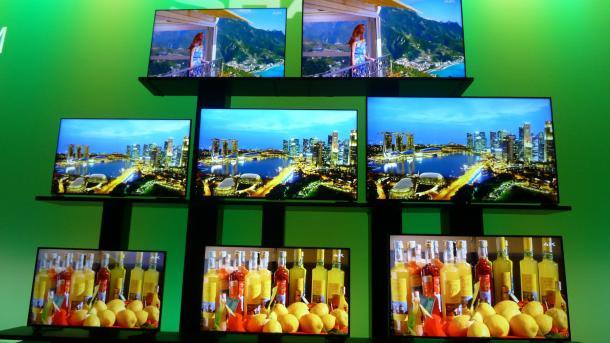 CES: Litfasssäule und kreisrunde LCD-Anzeigen − bei Sharp geht es rund.